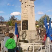 Nombreux enfants aux commémorations du 11novembre - Monument aux Morts de Romagnat - crédits A.C.