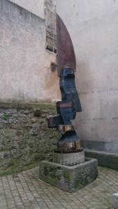 Couteau géant dans le centre historique de Thiers - Crédits photos A.C